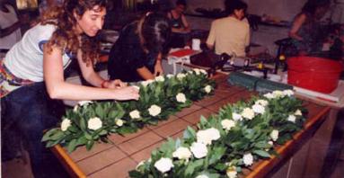 10.- Centres i garlandes de taula amb flors fresques